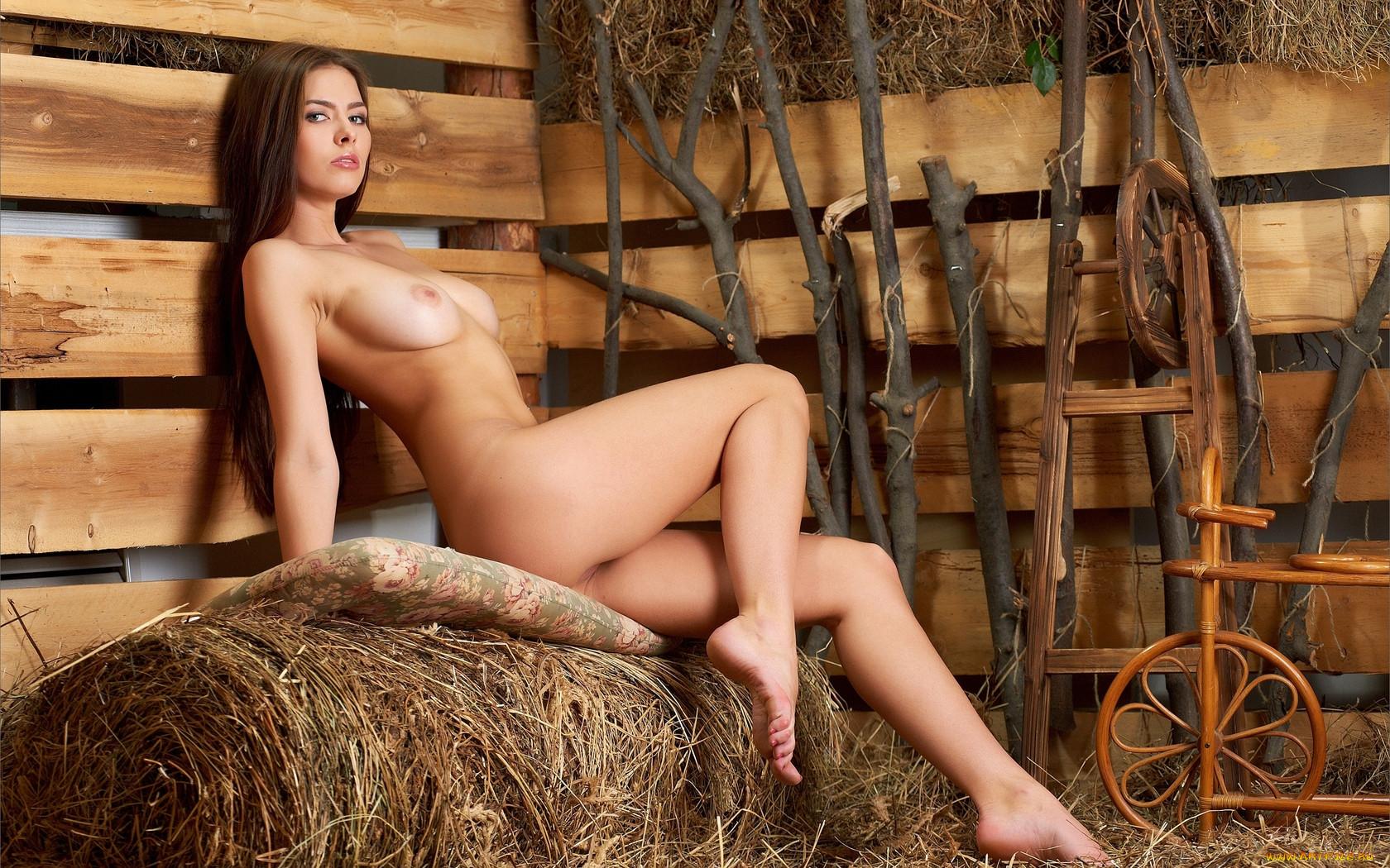 Фото категориа голая девушка